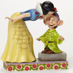 ขาย โมเดล DISNEY TRADITIONS : ENESCO : SNOW WHITE KISSING DOPEY ราคา